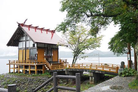田沢湖の浮木神社