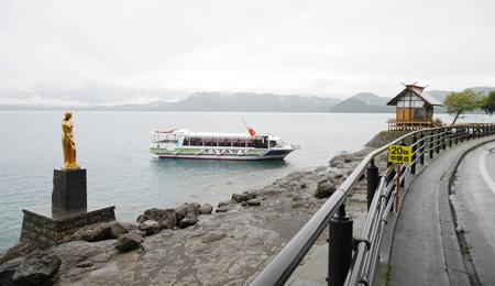 田沢湖とたつこ像と浮木神社