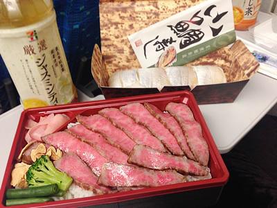 新大阪で買った小鯛寿司とローストビーフ弁当