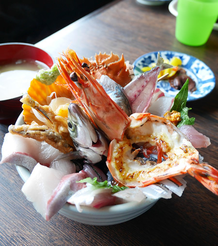 「塩湯」の海鮮丼