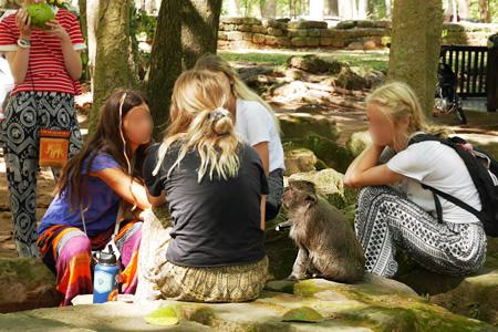 猿が女子会に参加してる